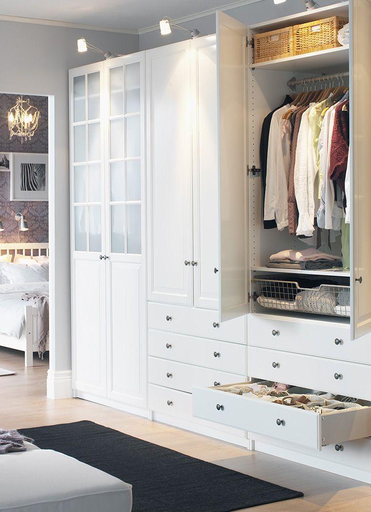 Ya has sacado toda la ropa de verano 4 tips para organizar tu armario - Organizar armarios empotrados ...