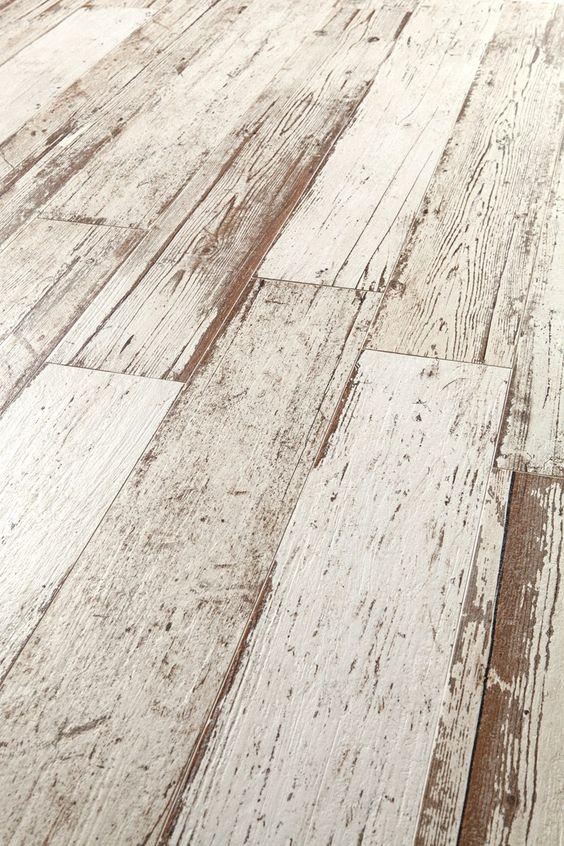 suelos de madera en jardín rústico